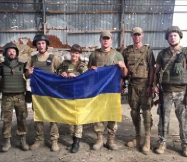 «Слава Украине! С Днем независимости!»: опубликованы кадры, как герои, стоящие насмерть за свою Родину, поздравили украинцев с Днем независимости